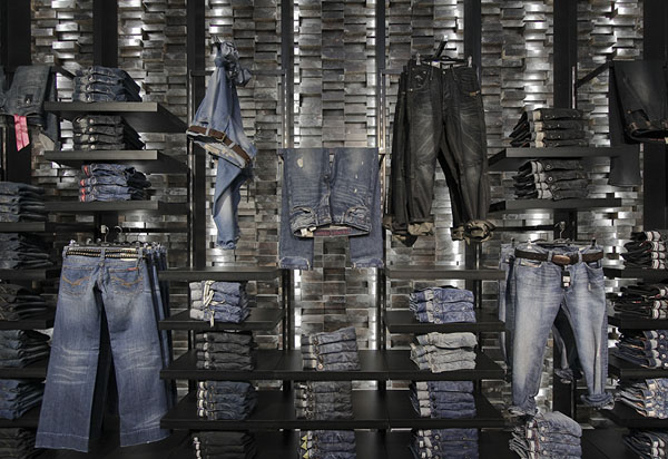 Clip Concept Store - Dark wood wall and jeans display detail