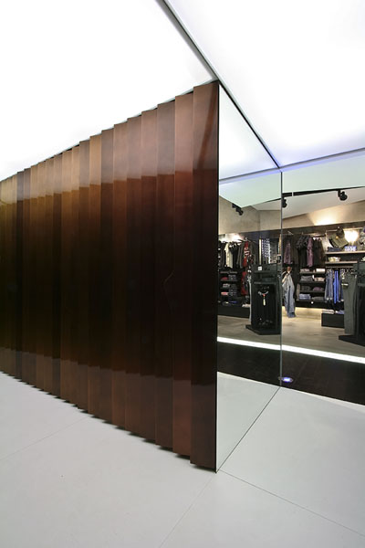 Clip Concept Store - Changing room door opening sequence