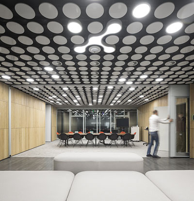 Uralchem Headquarters - Reception with moving partitions sequence